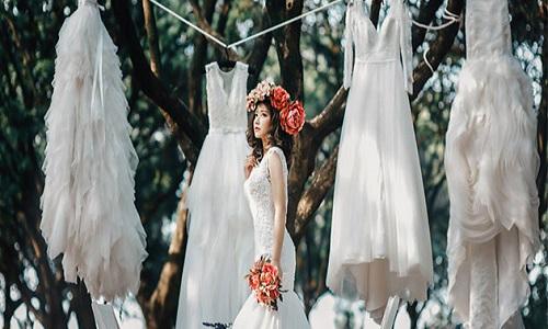 ウェディングドレスを売りたい!買取のコツや相場をご紹介!